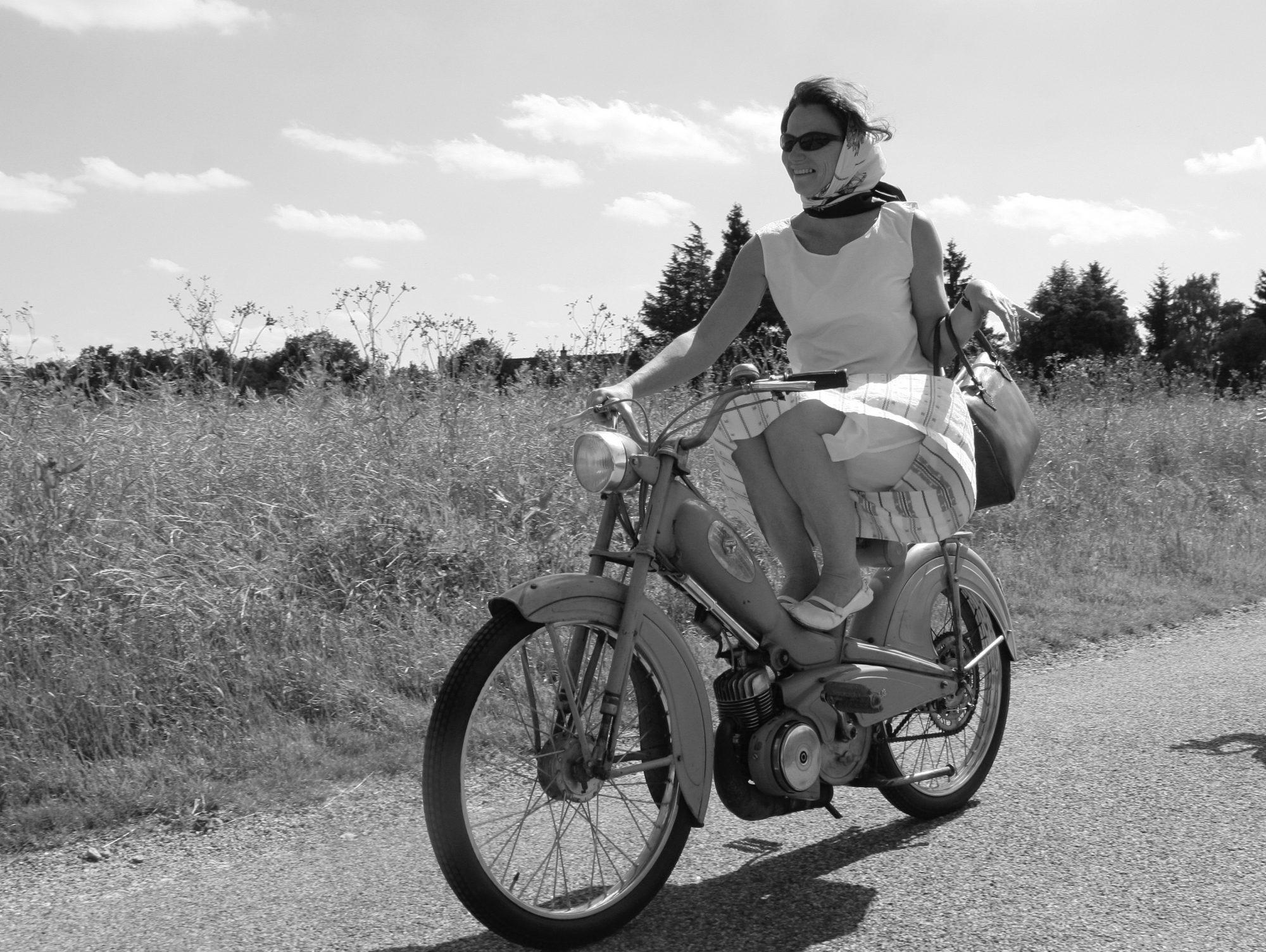 Jean-Luc Seigle - La femme à la mobylette - Ernest Mag